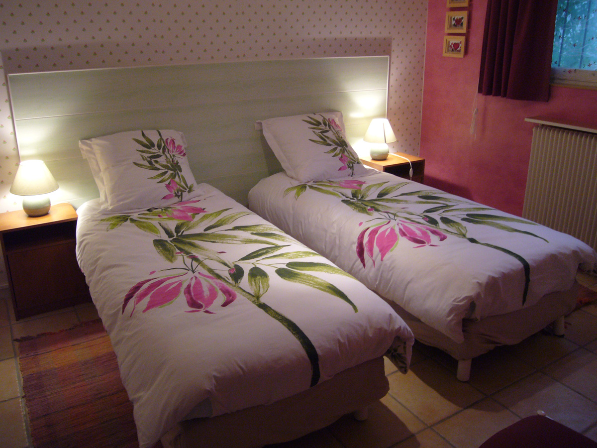 Pink room (twins bed version)